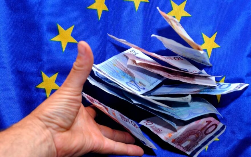 Euro zona pagaliau patvirtino lėšų skyrimą Graikijai