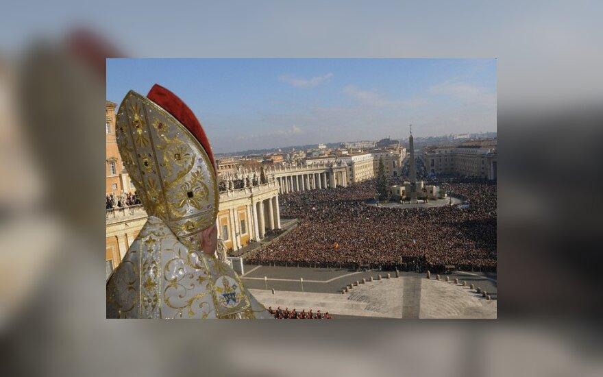 Tikintieji 2009 m. gausiau rinkosi į Benedikto XVI laikytas apeigas