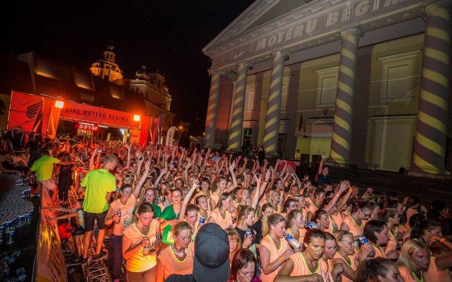 Moterys kviečiamos registruotis į naktinę bėgimo šventę