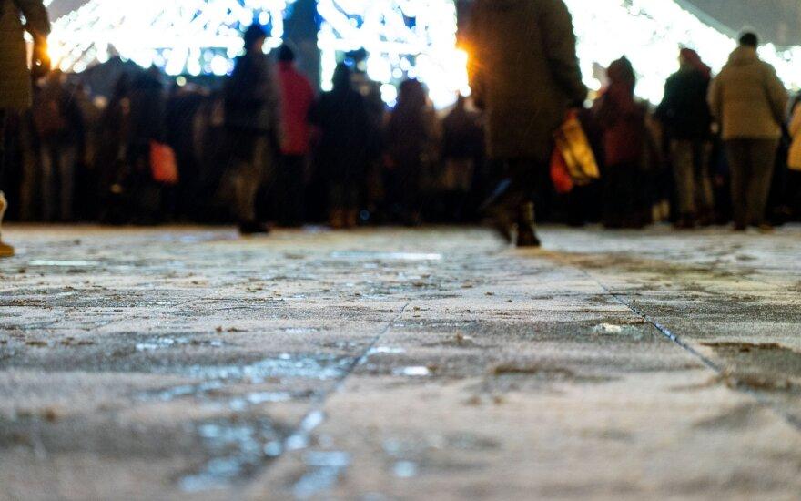 Kelininkai perspėja: naktį keliuose daug kur galimas plikledis