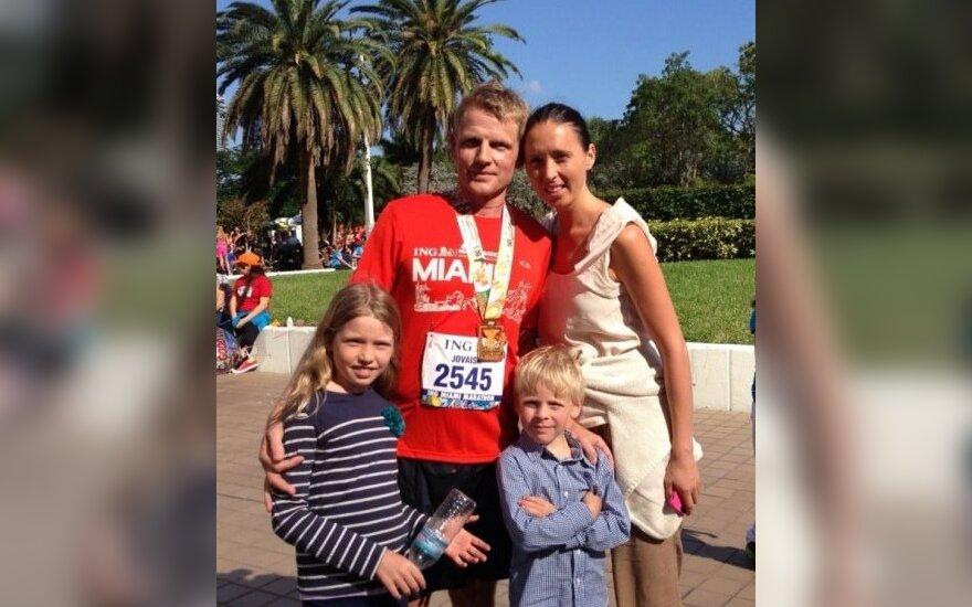 M.Jovaiša su šeima po Majamio maratono