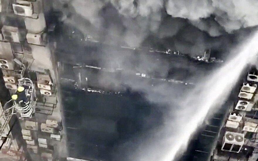Prabangiame rajone dega daugiaaukštis pastatas, socialiniuose tinkluose publikuojami sukrečiantys vaizdai