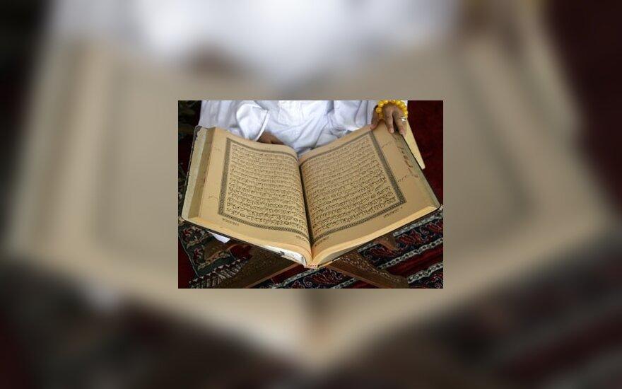 Europos Parlamentas pasmerkė JAV pastoriaus planus sudeginti Koraną