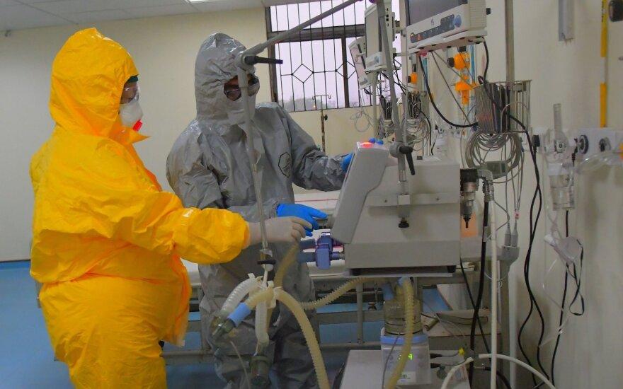 Pasaulyje koronaviruso aukų skaičius perkopė 120 tūkstančių