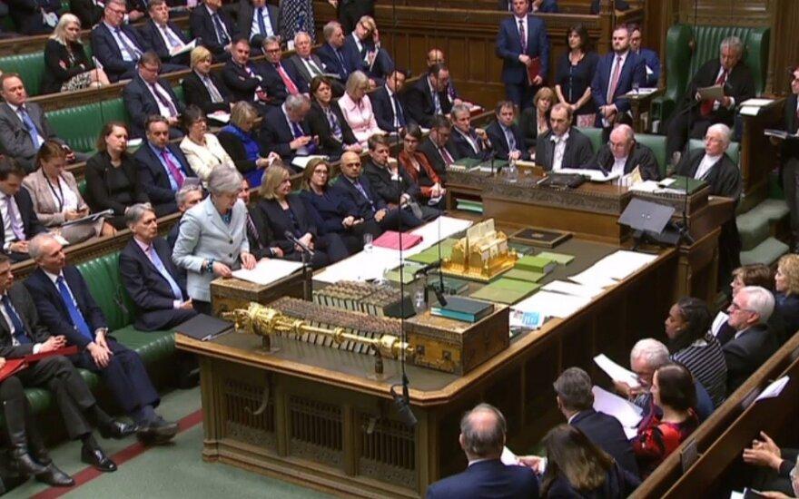 """Jungtinės Karalystės parlamentas atmetė visus alternatyvius """"Brexit"""" scenarijus"""