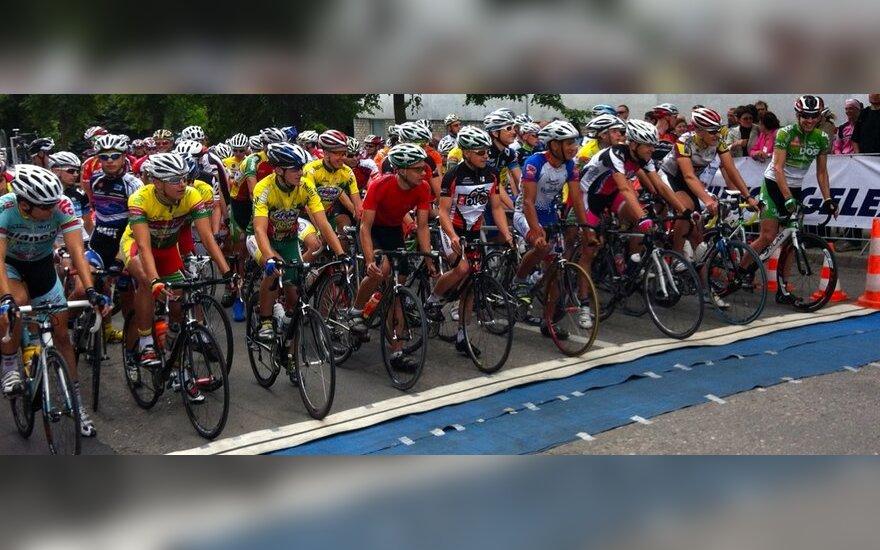 Vyrų grupinių dviračių lenktynių startas