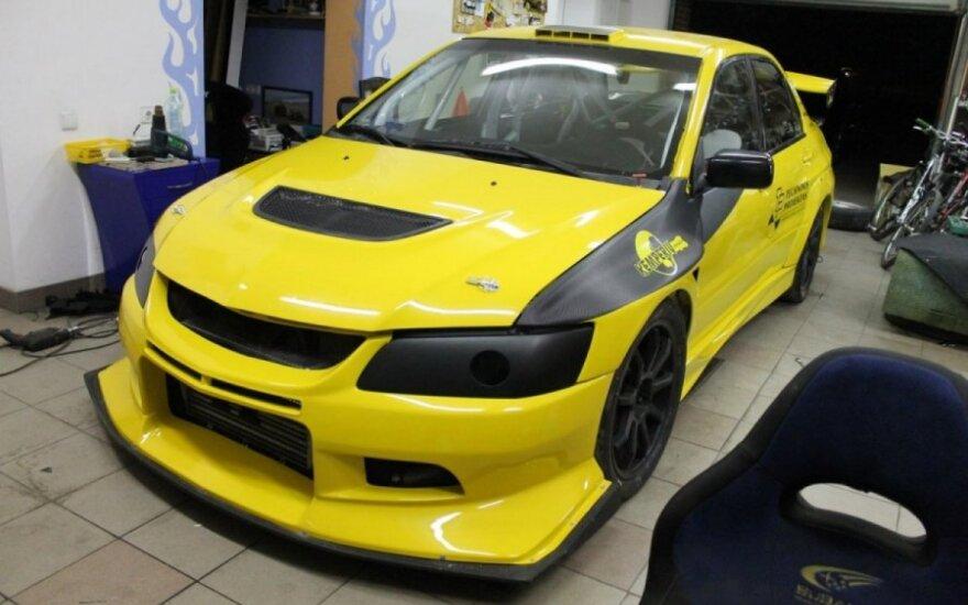 Panevėžiečiai į lenktyninį automobilį investavo per 250 tūkst. Lt