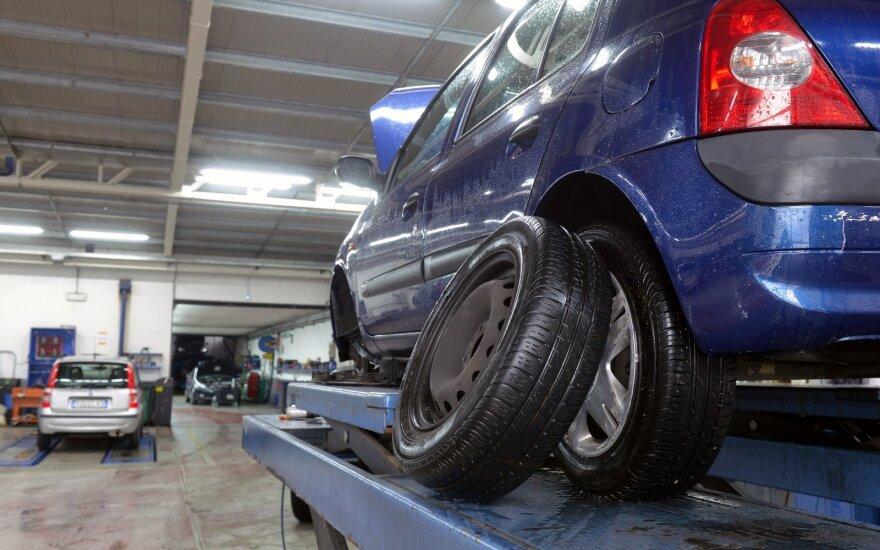 Specialistai po žiemos perspėja vairuotojus: sprendimai gali lemti likimus
