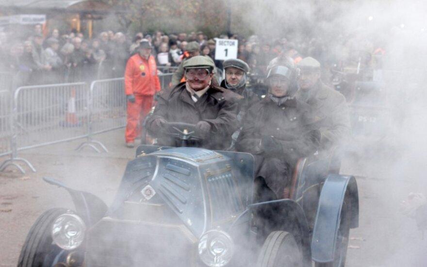 Londone - senovinių automobilių paradas