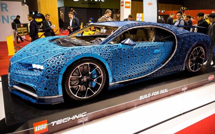 """Paryžiuje parodytas """"Bugatti Chiron"""" iš """"Lego"""""""
