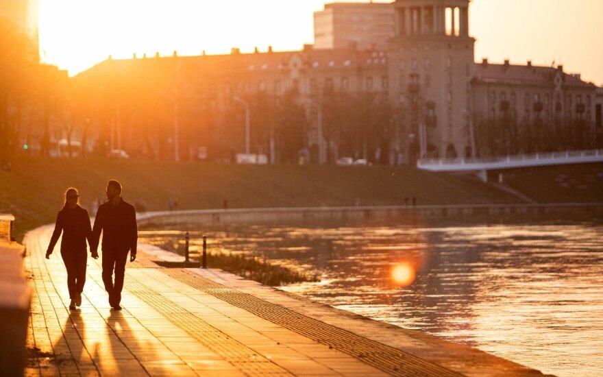 Orai džiugins vis labiau: po vėsaus periodo sinoptikai prognozuoja šilumos šuolį