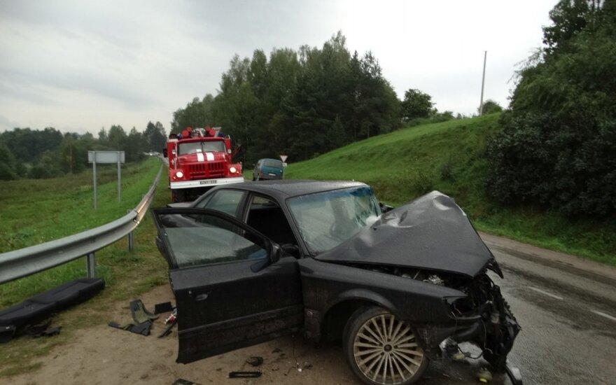 Po didžiulės avarijos pradėjus tyrimą, akys krypsta į vairuoti nė neturėjusį vyrą