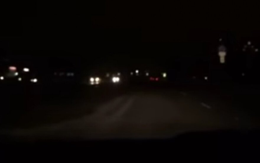 """Kaunietis užfiksavo šviesų """"diskoteką"""" Šiaurės prospekte"""