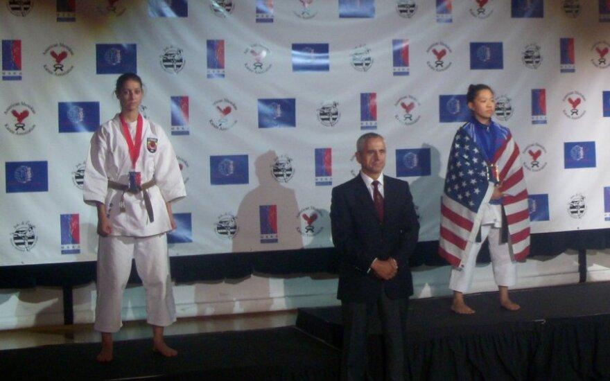 Sidabro ir bronzos medalių laimėtoja B.Dauparaitė (kairėje)