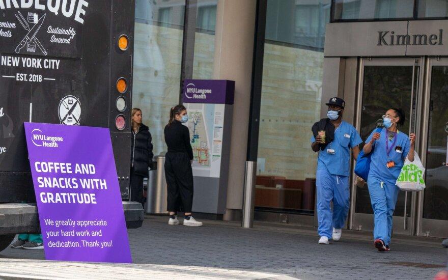 JAV – koronaviruso aukų antirekordai, pasaulyje užsikrėtimų skaičius jau viršijo 1,5 mln.
