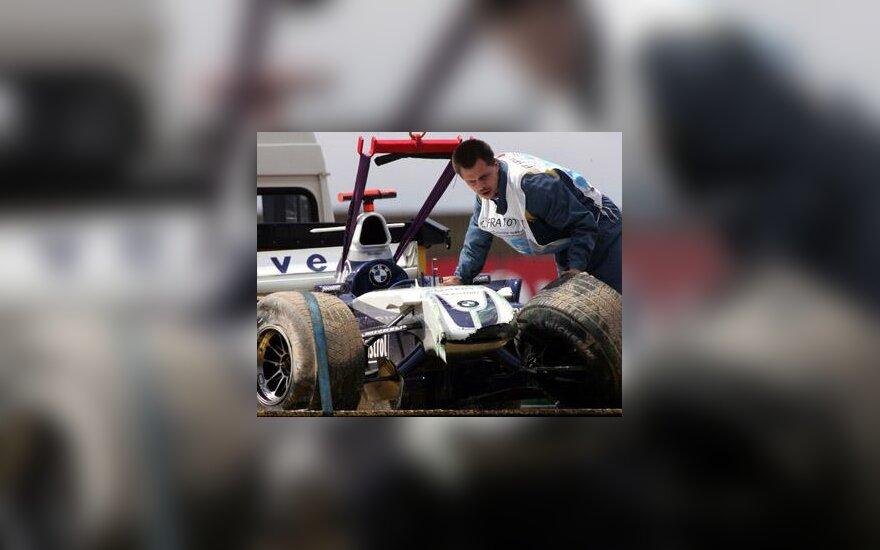 """J.P.Montoyos """"BMW-Williams"""" patyrė avariją"""
