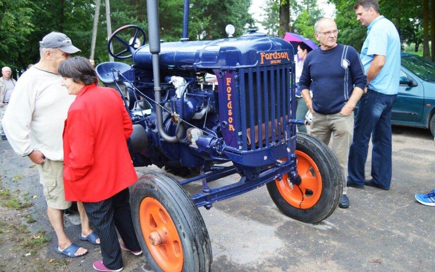 """1938 m. traktorius """"Fordson"""""""
