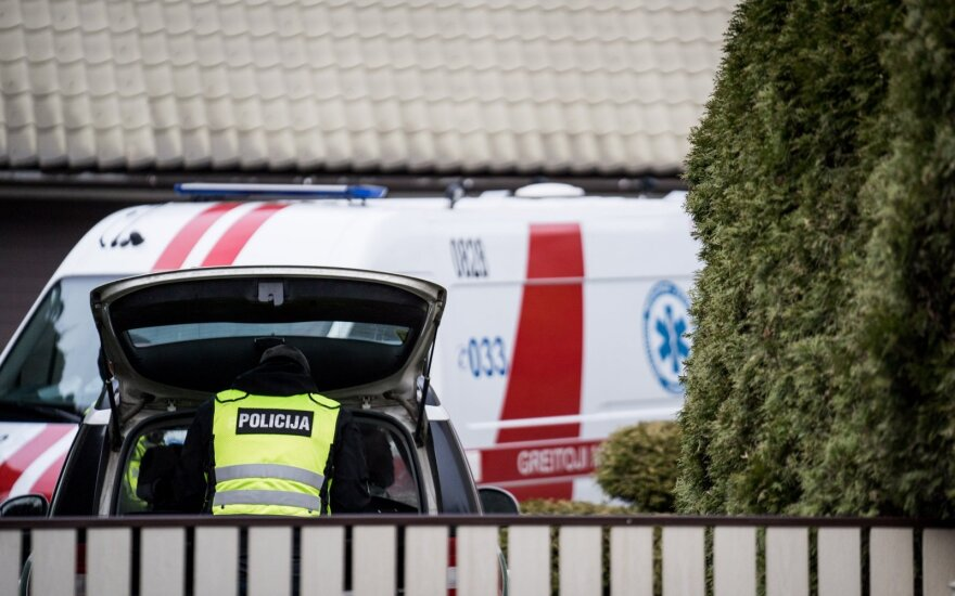 Į Pakso kiemą lėkė policija, netrukus politiką medikai išvežė į ligoninę