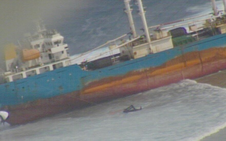 Didžiulis laivas užplaukė ant seklumos