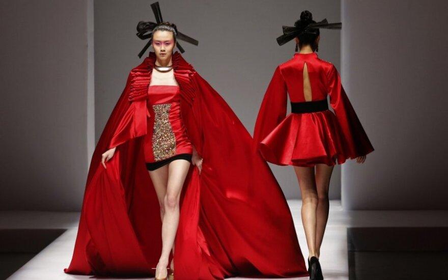 Kinijos Minzu universiteto studentų kolekcijos modeliai