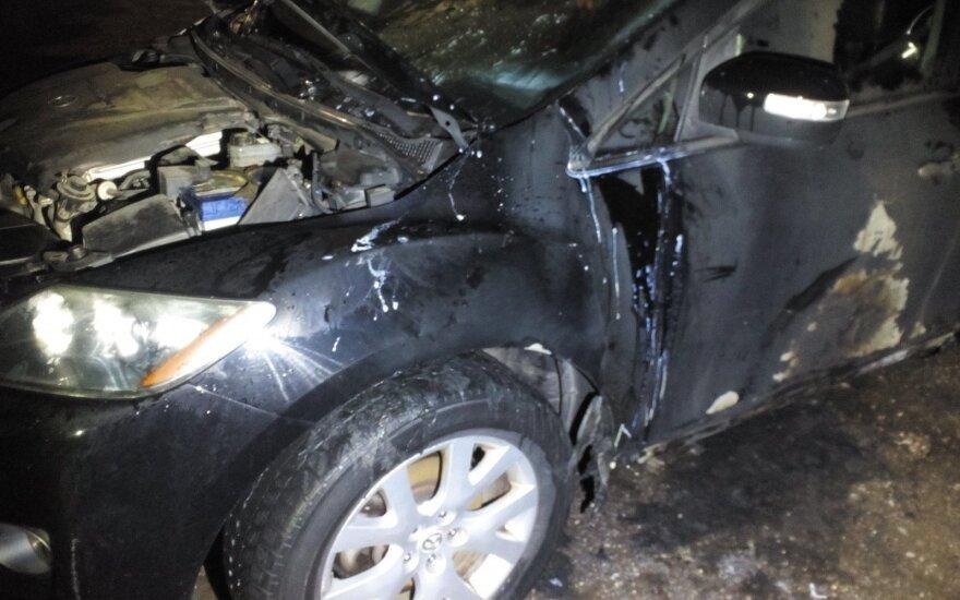 Mažeikiuose padegtas moters automobilis