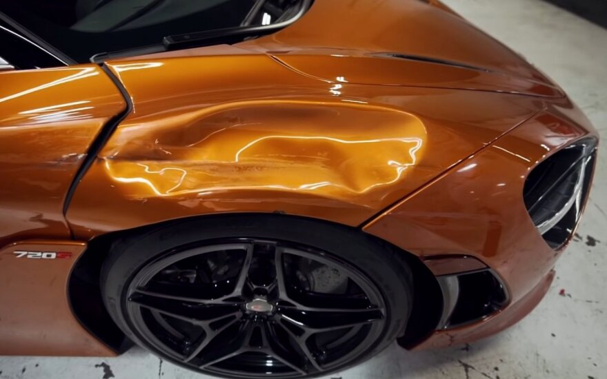 "Avarijoje apgadintas ""McLaren 720S"""