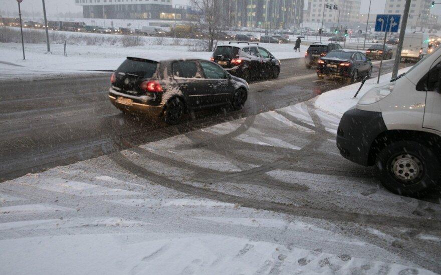 Alytaus, Vilniaus bei Utenos apskrityse eismo sąlygas sunkina plikledis