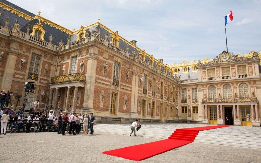 Prieš Davoso forumą Prancūzijoje renkasi 140 užsienio bendrovių vadovų