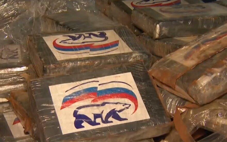 """Aptiko 2 t kokaino su Putino """"Vieningosios Rusijos"""" logotipais"""