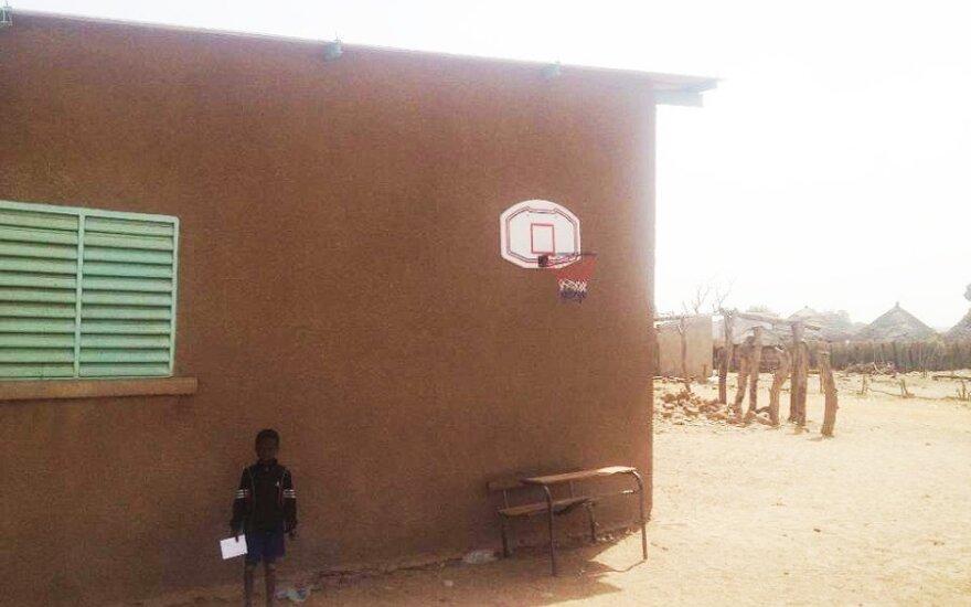 Budapešto-Bamako ralio finiše lietuviai žaidė krepšinį