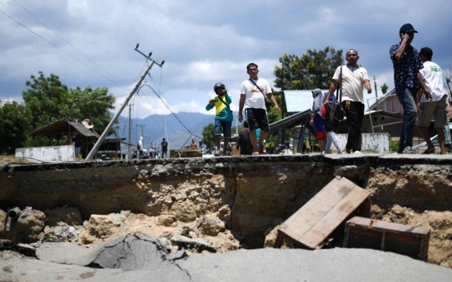 Indonezijoje žemės drebėjimo ir cunamio aukų skaičius perkopė 2 000