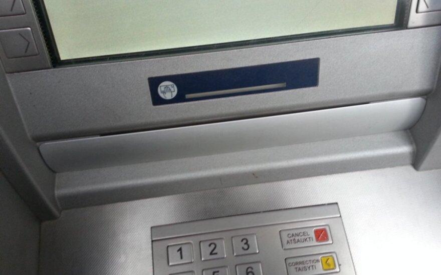 Pradėjo veikti pirmieji eurus išduodantys SEB banko bankomatai