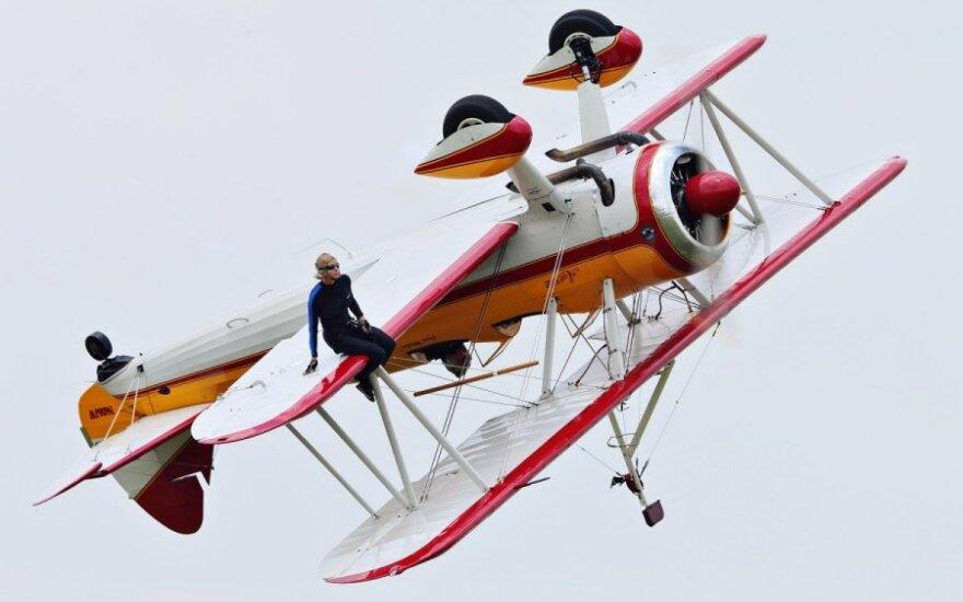 Aviacijos šventėje žuvo vaikščiojimo sparnais žvaigždė