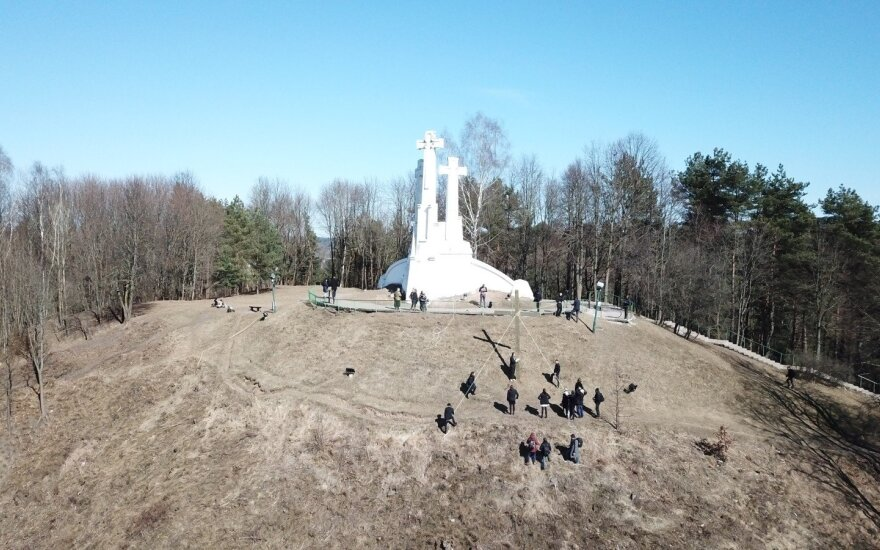 """Ainio Storpirščio ir """"Vandenyno dirbtuvių"""" komandos kryžius"""
