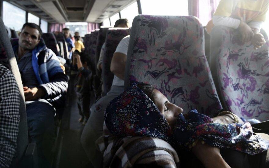 Graikijos kaimo gyventojai apmėtė akmenimis migrantų autobusus