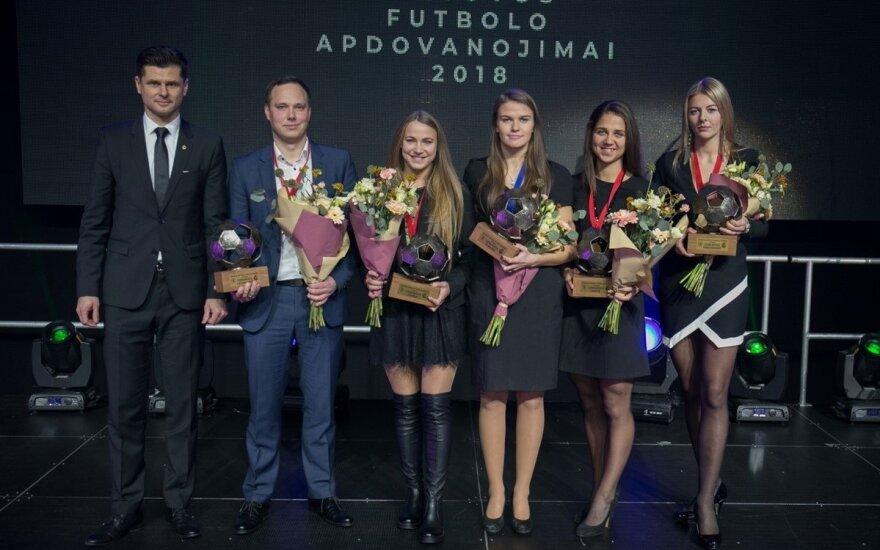 """""""Gintros"""" merginoms pažadą davęs LFF prezidentas: jūs – mūsų šalies futbolo gėlės"""