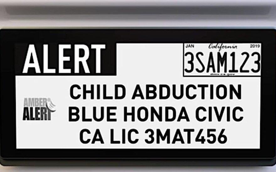 """""""Reviver"""" siūlomuose skaitmeniniuose automobilio numeriuose informacija galės keistis pagal poreikį ir net pranešti apie vykstantį nusikaltimą"""