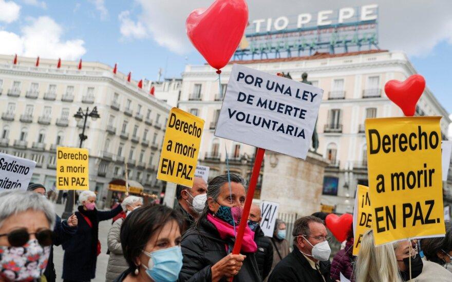 Eutanazijos šalininkai prie Ispanijos parlamento
