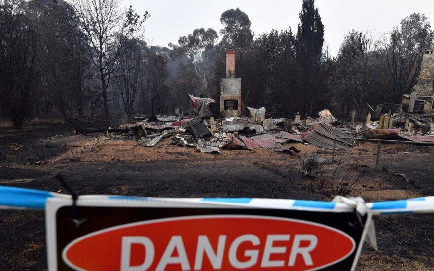 Australijoje pasirodžius lietui gyventojams kiek atlėgo, tačiau ir toliau perspėjama apie didžiulį gaisrų pavojų