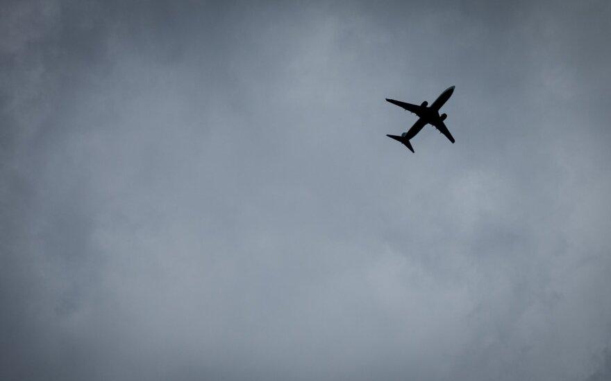 Prancūzija įves klimato mokestį lėktuvų bilietams