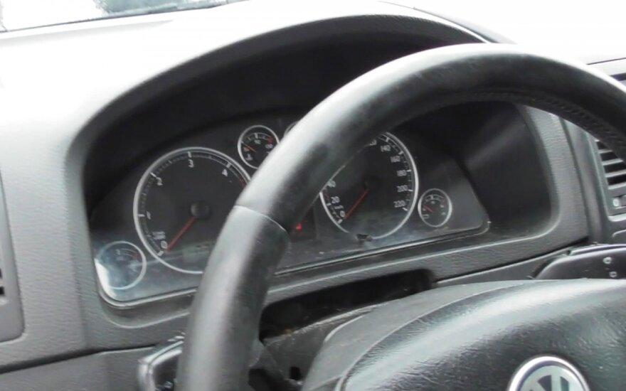 Lietuvoje populiarus automobilių ridos klastotojas įkliuvo pareigūnams su visa įranga