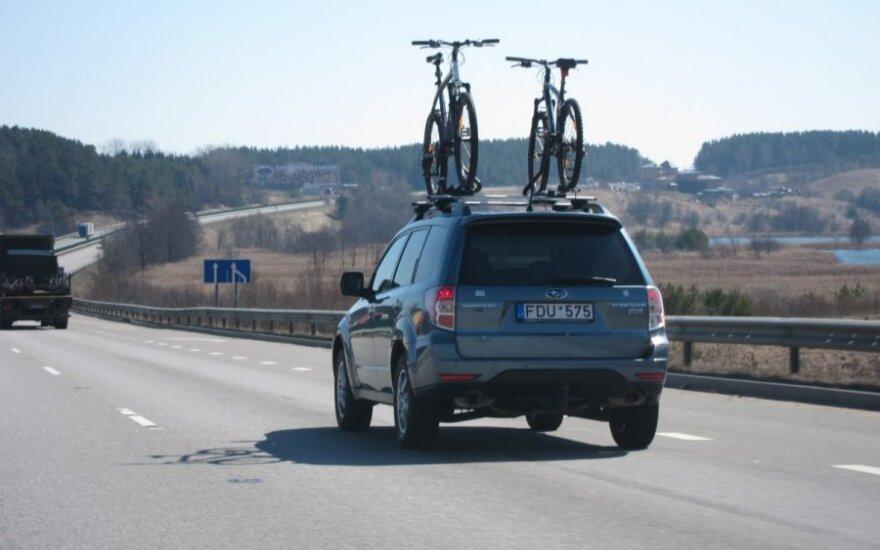 Eksperimentas: kaip keičiasi degalų sąnaudos vežant dviračius?