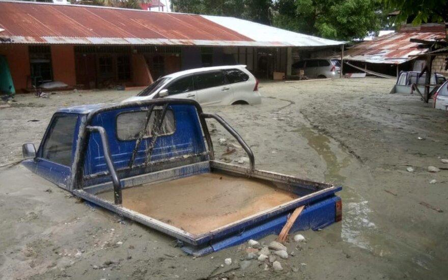 Rytų Indonezijoje per staigius potvynius ir nuošliaužas žuvo mažiausiai 58 žmonės