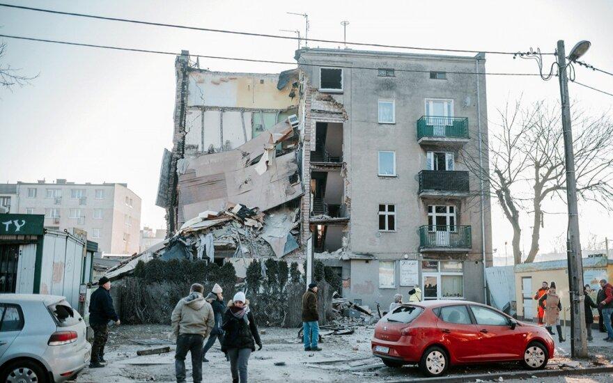 Lenkijoje dujų sprogimui sugriovus namą žuvo 4 žmonės