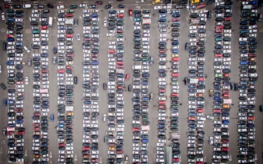 Vasarį automobilių pardavimai Kinijoje kiek sulėtėjo