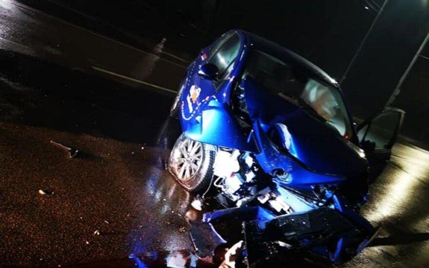 """Naktinėse Kauno gatvėse """"CityBee"""" sumaitojęs vairuotojas dėjo į kojas"""