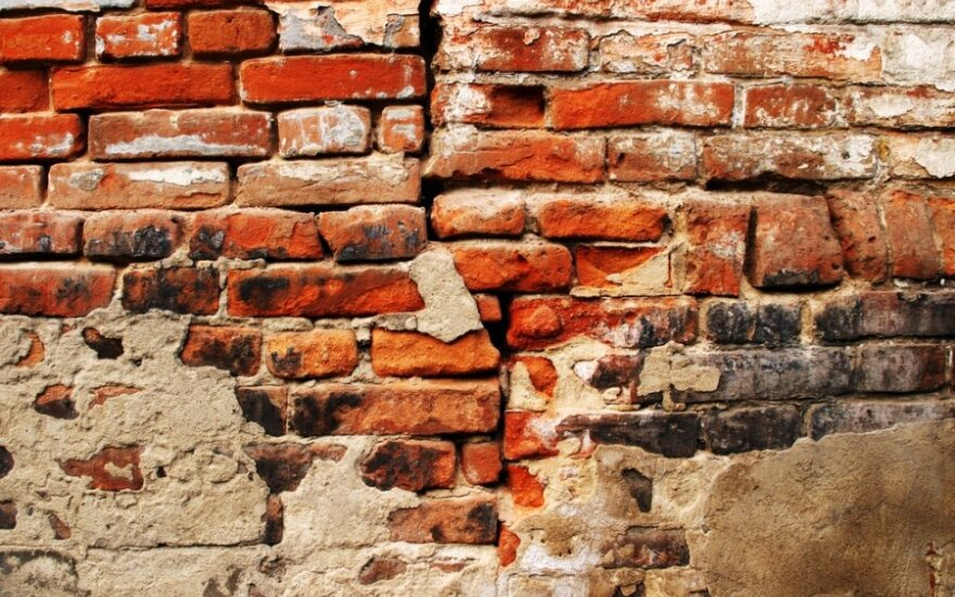 Senoviniai mūriniai pastatai ardomi plytoms