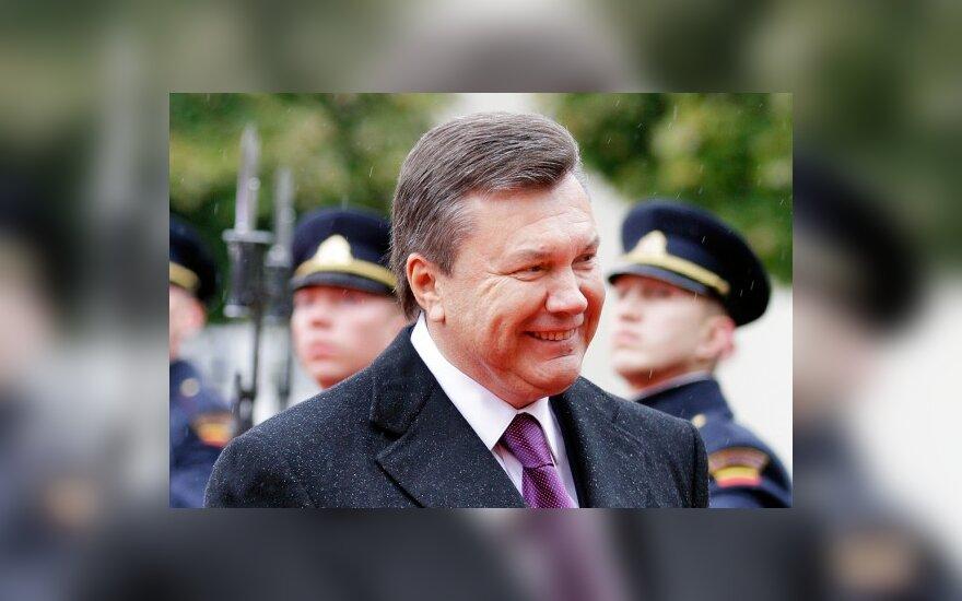 """""""Wikileaks"""": V.Janukovyčius grasino Lietuvai už oranžinę revoliuciją"""