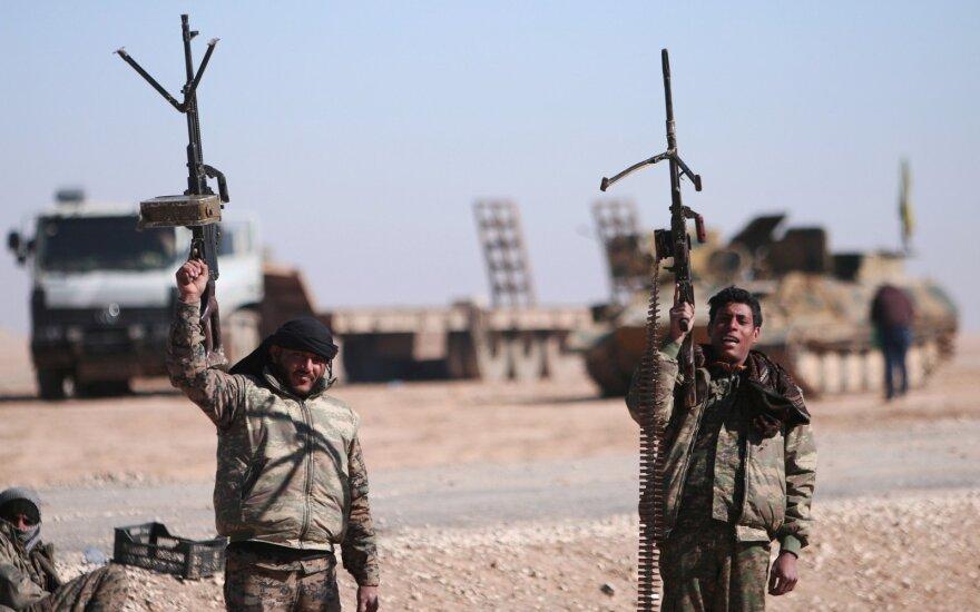 """JAV remiamos pajėgos atsikovojo iš """"Islamo valstybės"""" dar vieną Rakos rajoną"""