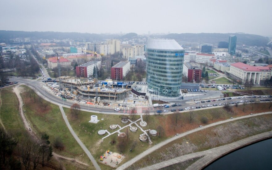 Verslas traukiasi iš Lietuvos: ekspertai įvardijo, kodėl ir ką daryti